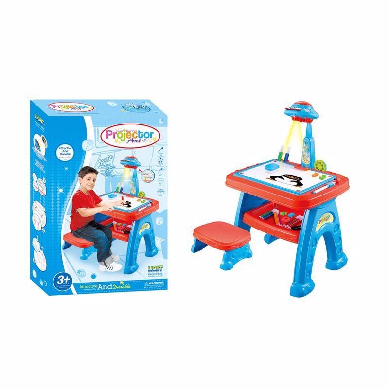 שולחן ציור עם כיסא ומקרן