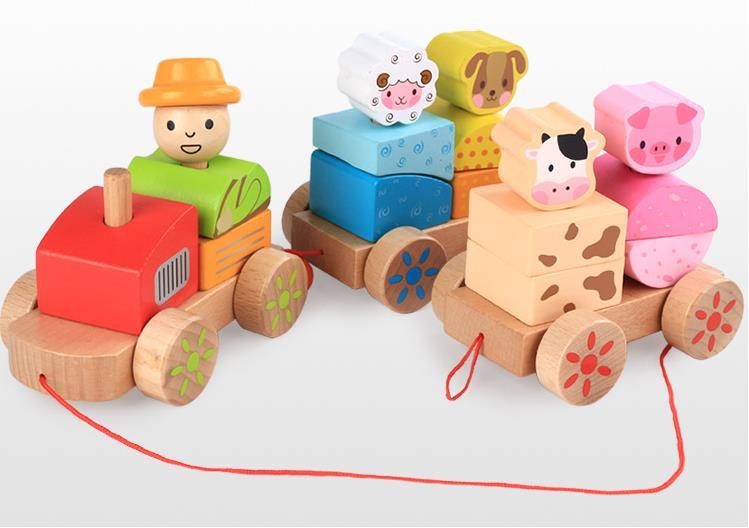 רכבת מעץ עם חיות החווה